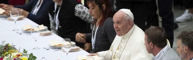 Il Papa offre il pranzo a 1.500 poveri   Foto: menù senza la carne di maiale