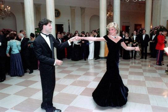 Lady D: torna all'asta l'abito 'rivoluzionario' del ballo con Travolta