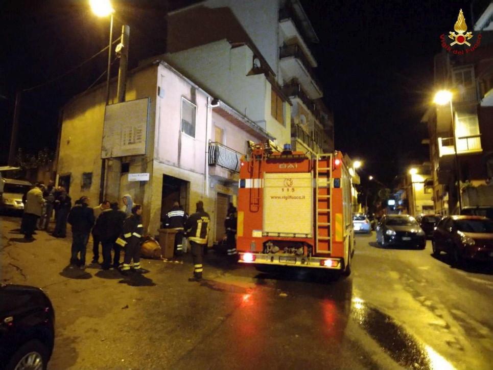 Reggio Calabria, esplosione in un negozio