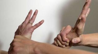 Lecco, stupro di gruppoai danni della moglie: arrestato un 40enne