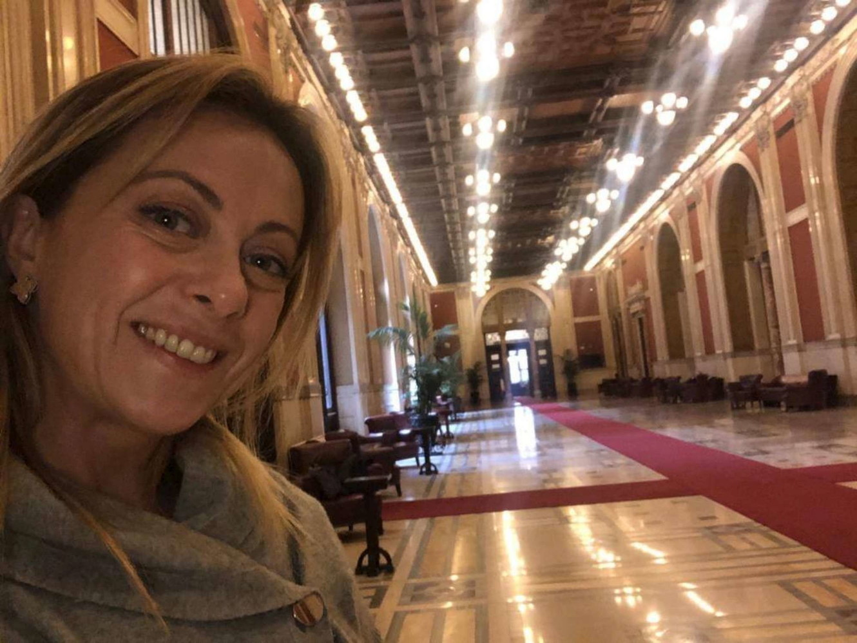 Parlamento, la gaffe di Giorgia Meloni: accusa i 5 Stelle di ...