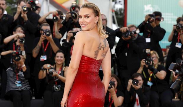 Scarlett Johansson festeggia 35 anni tra successi e... un terzo matrimonio in vista