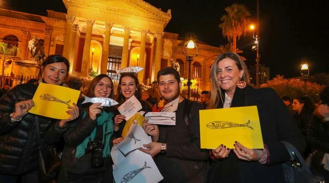 """Palermo, migliaia in piazza per il movimento """"sardine"""""""