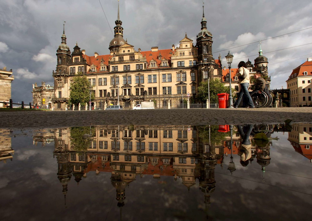 """Dresda, gioielli per un miliardo di euro rubati nella sala delle """"Gruene Gewoelbe"""""""