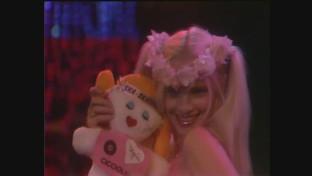 """Cicciolina compie 69 anni: rivediamola esibirsi con """"Ska... Skatenati"""" sul palco di """"Popcorn"""""""