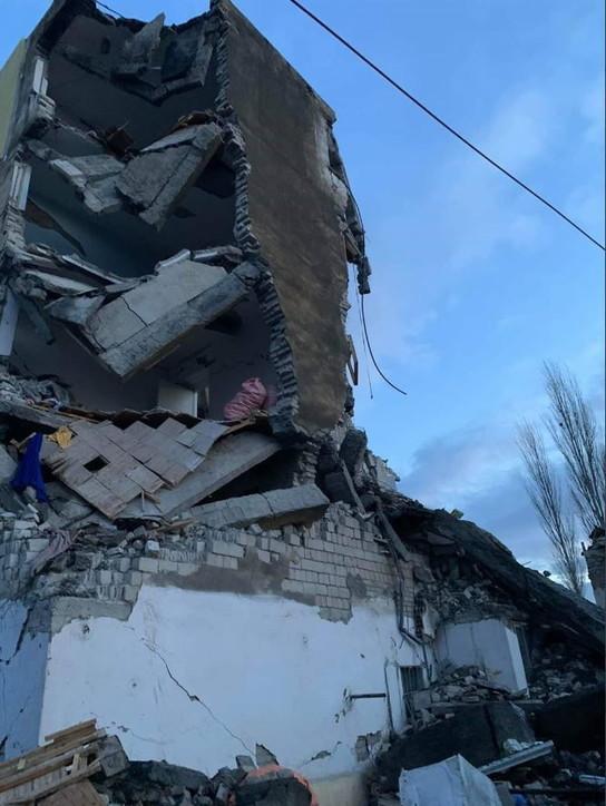 Albania, forte scossa di terremoto: molti feriti e palazzi crollati