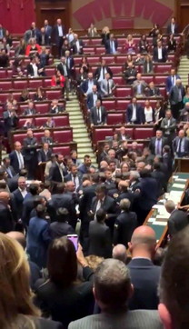 Mes, scontro in Aula alla Camera: Fico sospendela seduta