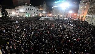 A Genova oltre 8mila sardine in piazza sulle note di De André