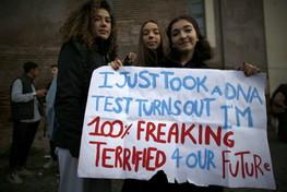 Friday For Future, migliaia di ragazzi in piazza per il clima