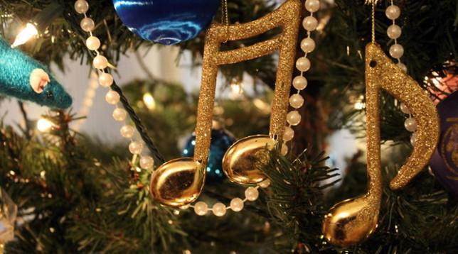 Bolzano intona i canti tradizionali e apre i mercatini: è Natale