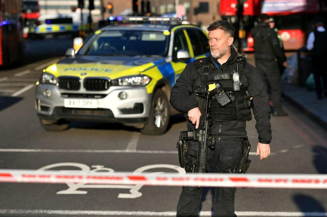 Londra, panico vicino a London Bridge per aggressione