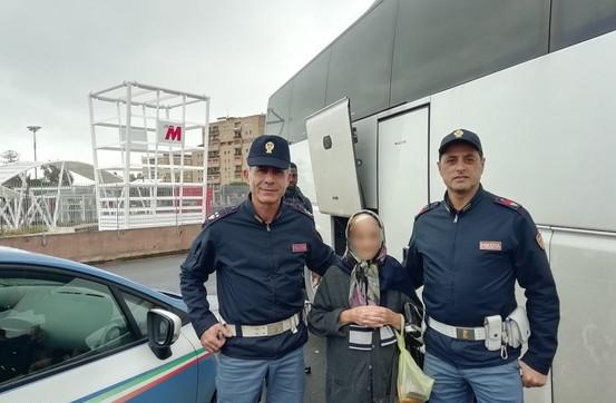 """Sola in viaggio a 90 anni, nonnina """"scortata"""" dalla polizia ferroviaria da Catania a Ragusa"""