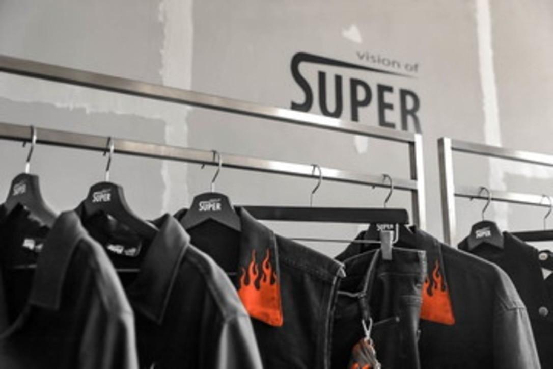 Vision of Super. Il nuovo look che infiamma!