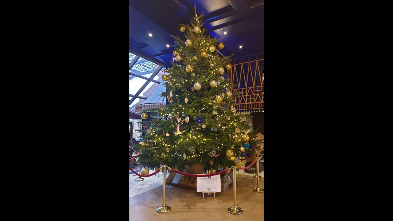 A Marbella il super albero di Natale da 14 milioni di euro