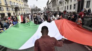 Censis: un italiano su due vuole l'uomo forte al potere | Sempre piùdiplomati vanno all'estero