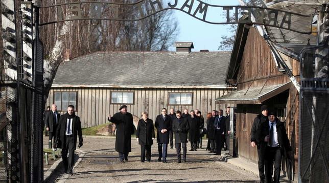 Angela Merkel ad Auschwitz: