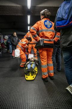 Milano, ancora una frenata brusca del metrò: 7 passeggeri al pronto soccorso