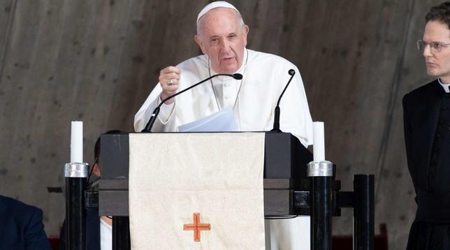 Il Papa in piazza di Spagna affida gli sfiduciati all'Immacolata