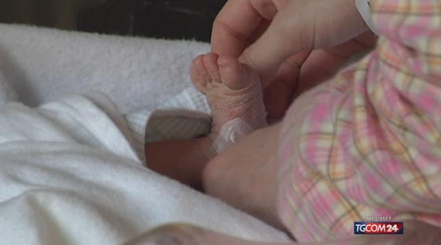 Agrigento, neonato muore in ospedale dopo due giorni di vita con una gamba tumefatta: disposte ispezioni
