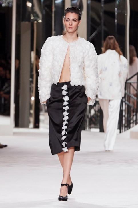 Moda, ombelico scoperto e giacche mignon: Chanel Métiers d'Art 2019/2020