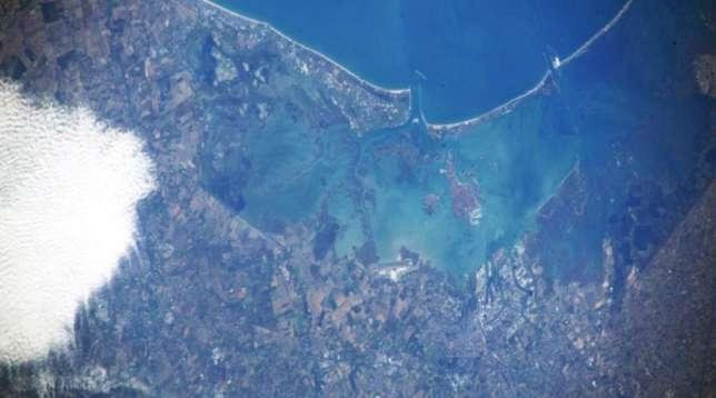AstroLuca rende omaggio a Venezia: la foto della Laguna dallo spazio