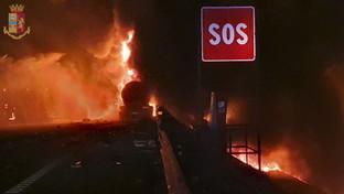 Padova, autocisterna in fiamme sulla A4: un morto