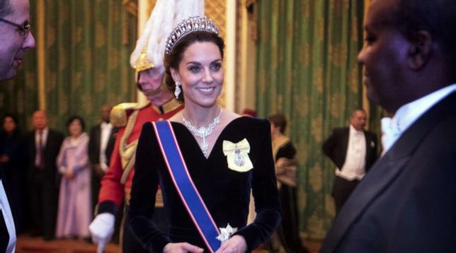 """Kate Middleton """"incoronata"""" per la festa a Palazzo"""