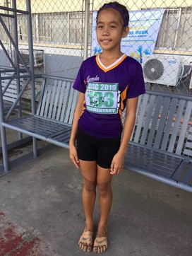 """Filippine, atleta 11enne vince correndo con scarpe """"Nike"""" fatte a mano"""