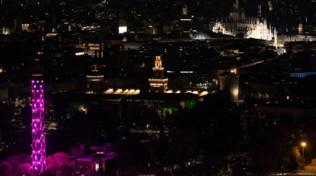 Milano, la Torre Branca si illumina di rosa