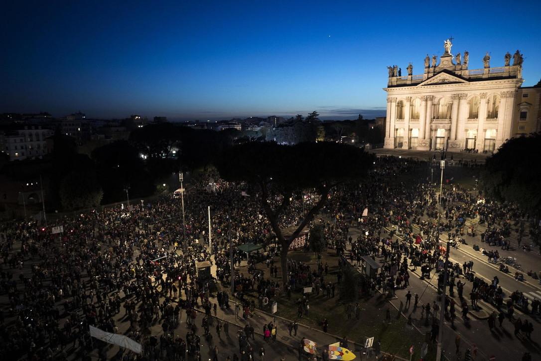 Roma, le Sardine in Piazza San Giovanni