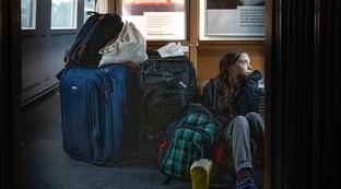 """Greta torna a casa, viaggio in treno con """"disagio"""" dopo la delusione per la Cop25"""