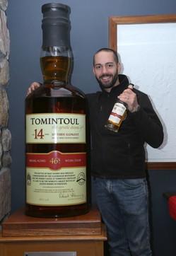 Whisky da record: venduta all'asta per 18mila euro la bottiglia più grande del mondo