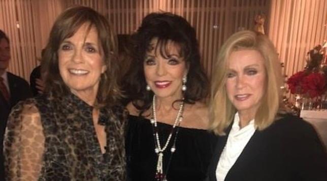 Riunite le regine delle soap anni 80: Joan Collins, Linda Gray e Donna Mills insieme a un party di Natale