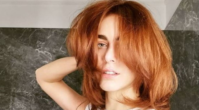 Miriam Leone fa marcia indietro, torna ai capelli rossi