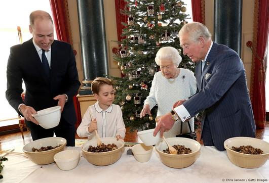 Un pudding di Natale con la famiglia reale inglese