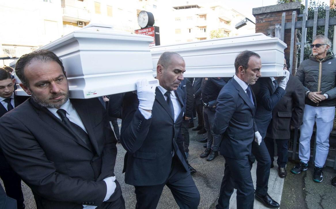 Roma, i funerali di Gaia e Camilla