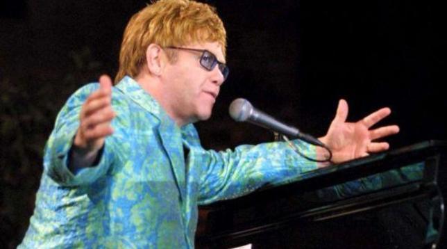 Gb, il governo pubblica online per errore l'indirizzo di oltre mille vip: c'è anche quello di Elton John