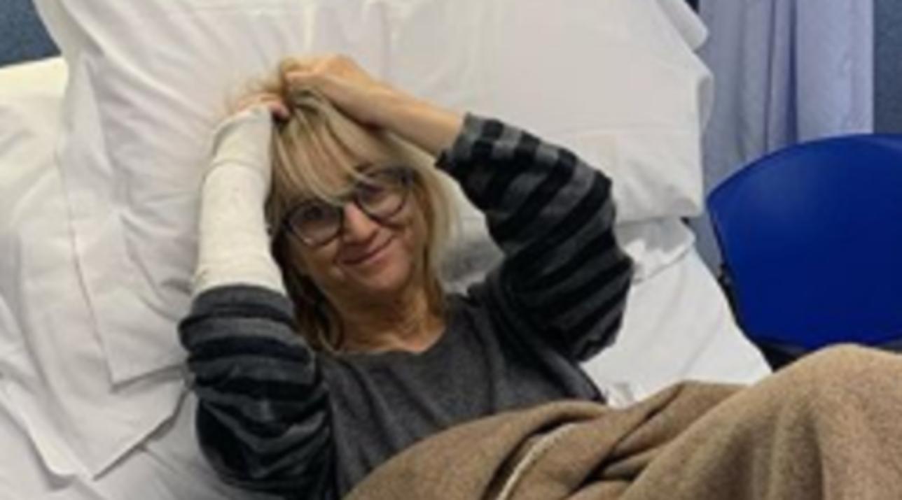 LucianaLittizzetto operata dopo la caduta, ma lei ci scherza su