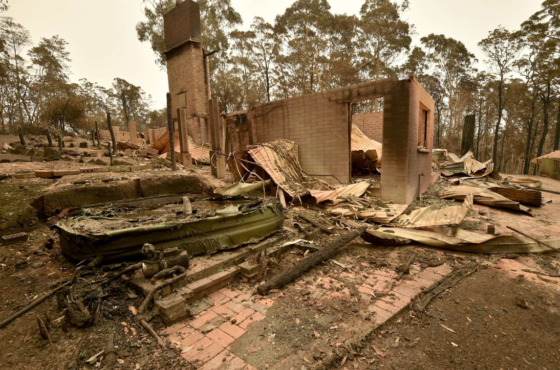 Australia, gli incendi non danno tregua: devastazione e dispersi