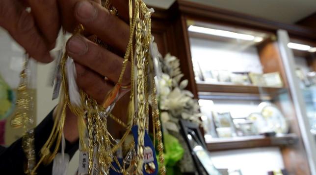 Dimenticano in autogrill un bauletto pieno di gioielli: ritrovato dai dipendenti, valeva 100mila euro