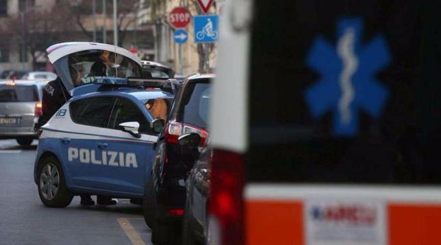 milano, polizia, soccorsi, salma, ambulanza, Milano, ucciso, katana, spada, cadavere
