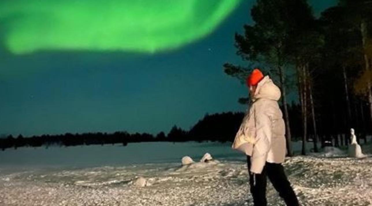 Francesca Fioretti fa una dedica ad Astori davanti all'aurora boreale