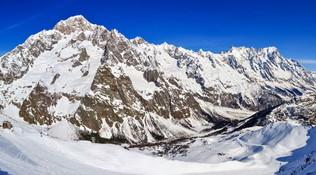 La Thuile, rimane impigliato all'elicottero: maestro di sci muore facendo un volo di 400 metri