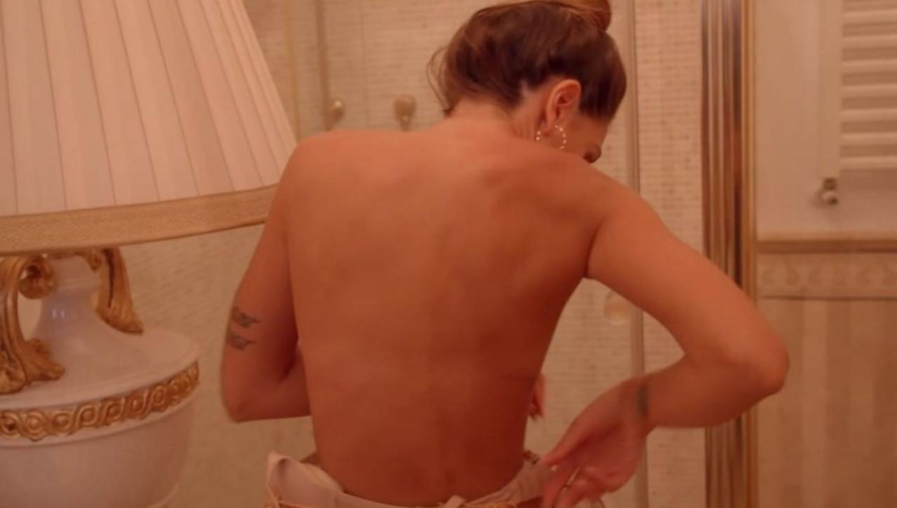 """""""La Pupa e il Secchione e Viceversa"""": strip, docce e momenti hot della prima puntata"""