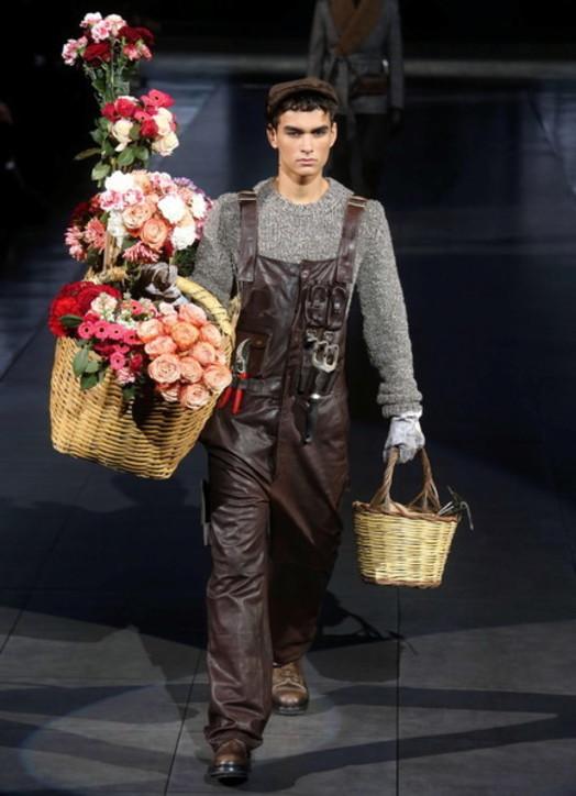 MFW, Dolce & Gabbana: l'uomo tra arti, mestieri… e Tik Tok
