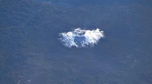 Parmitano posta il suo Etna innevato e lo scatto diventa virale