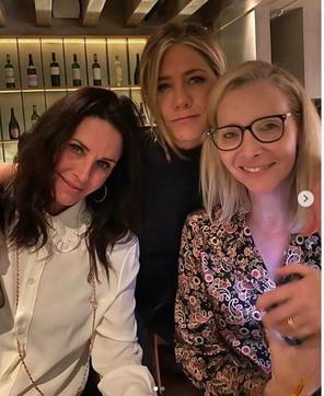 """Jennifer Aniston e la cena tra """"Friends"""" con Courteney Cox e Lisa Kudrow"""