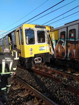 Napoli, scontro tra treni nella metropolitana