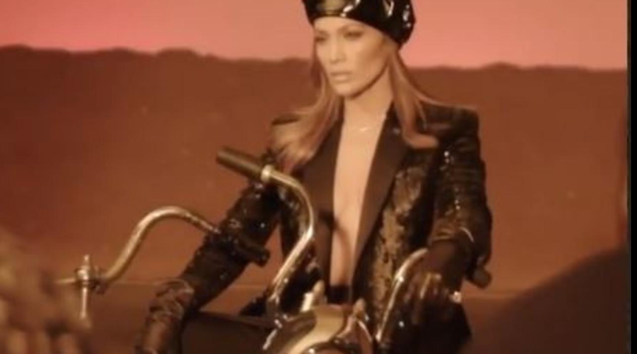 Jennifer Lopez, Tarrini la invita a Chianni