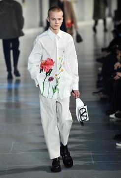 Paris Fashion week 2020, l'uomo di Valentino è timido e romantico